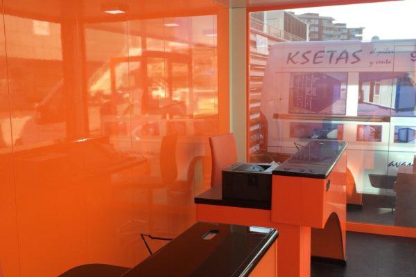 interior-caseta-naranja-de-comercio-ksetas